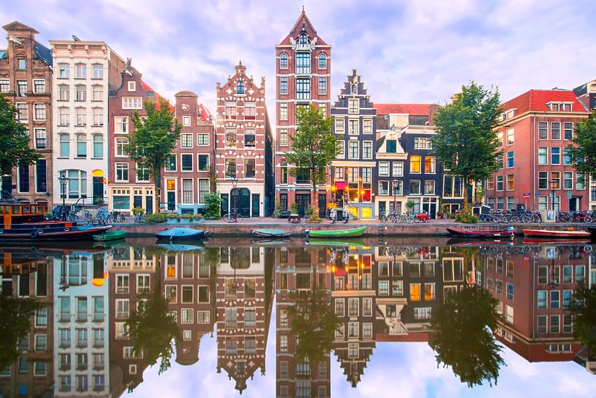 visiting amsterdam december